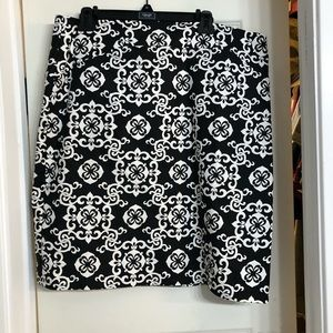 Beautiful, crisp, pencil skirt with bold graphic.